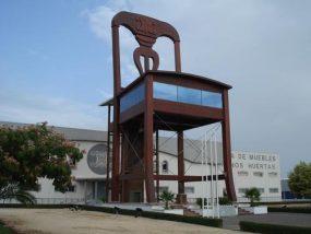 lucena-giant-chair