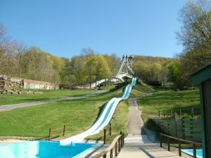 引用 : http://untappedcities.com/2014/05/30/the-notorious-and-abandoned-action-park-amusement-park-in-vernon-nj/