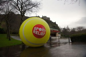 引用 : http://www.theedinburghreporter.co.uk/2014/03/roll-a-giant-tennis-ball-for-sport-relief/