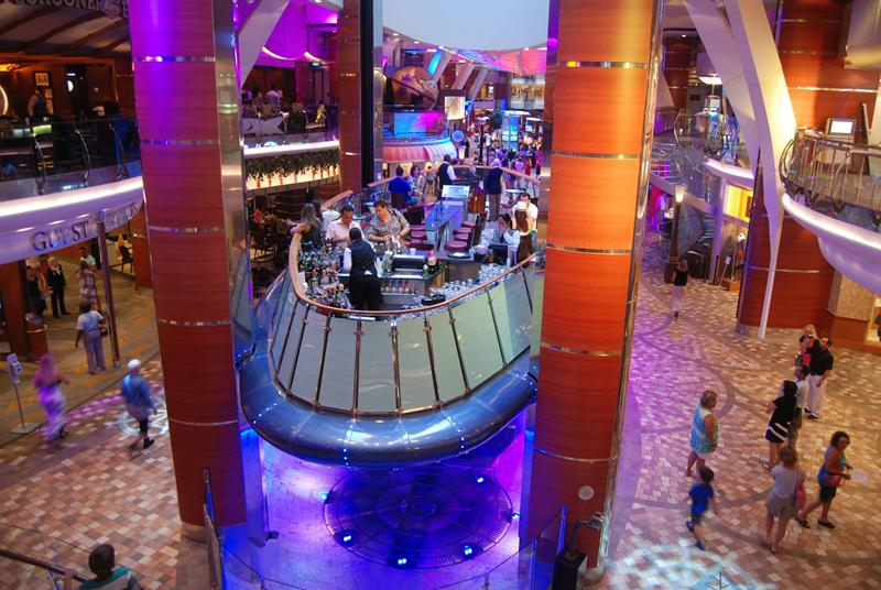 引用 : http://www.placesyoullsee.com/41-breathtaking-pictures-of-the-royal-caribbean-oasis-of-the-seas/7/