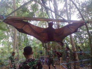 引用 : http://armchairgamer.blogspot.jp/2012/03/megabat-giant-golden-crowned-flying-fox.html