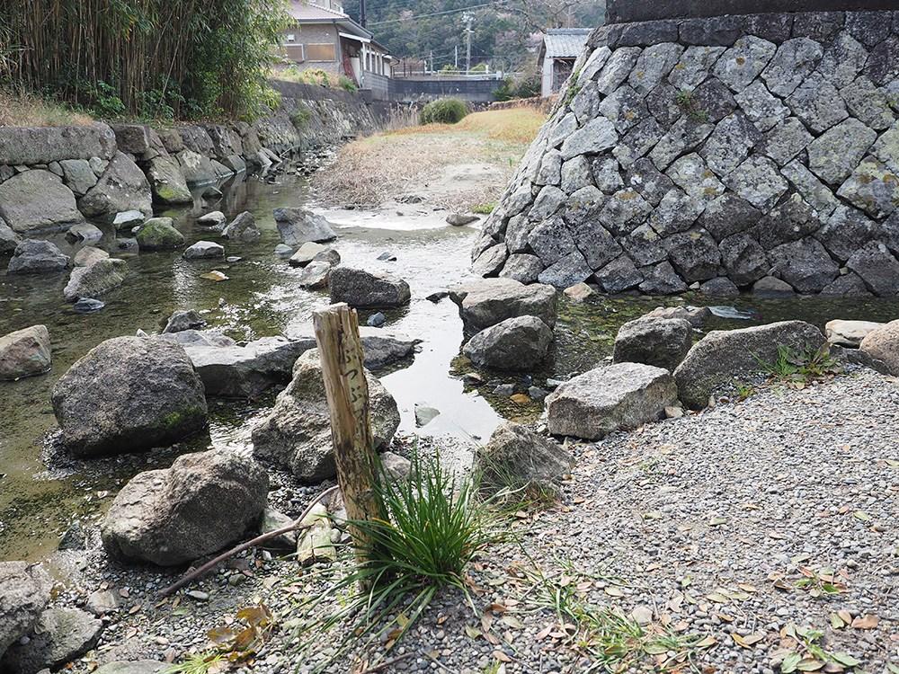世界最短の川2 ぶつぶつ川